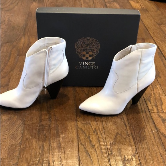 Vince Camuto Movinta Off White Boot Sz